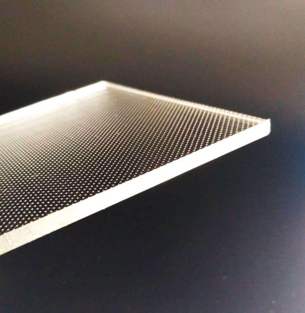 Оргстекло для торцевой подсветки – решение для равномерного рассеяния света